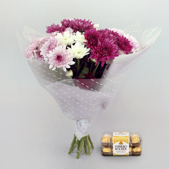 Bloom Gift Package Fresh flowers and cupcakes for next day delivery in Dubai and Abu Dhabi