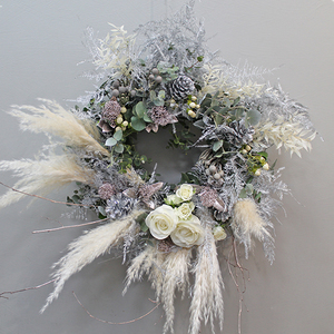 White Christmas Flower Wreath | Buy Christmas Flower Collection in Dubai UAE | Gifts