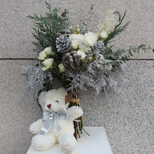 White Christmas Flower Bouquet with Teddy | Buy Christmas Flower Collection in Dubai UAE | Gifts