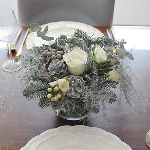White Christmas Flower Arrangement | Buy Christmas Flower Collection in Dubai UAE | Gifts