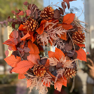 Seasonal Christmas Flower Wreath   Buy Christmas Trees in Dubai UAE   Gifts