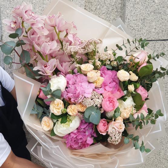 Phoenix Love | Buy Flowers in Dubai UAE | Gifts