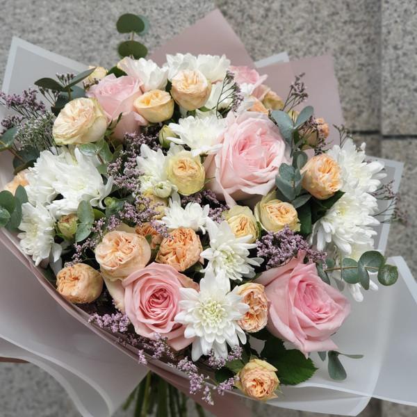 White Waterfall Flower Bouquet   Buy Flowers in Dubai UAE   Gifts